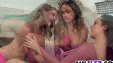 Hot Blonde Babe Gets Fucked By Huge BBC